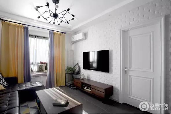 整面的白色文化砖墙与黑色铆钉皮革沙发搭配经典色彩,粗犷之中,流露出设计师的细腻构想。