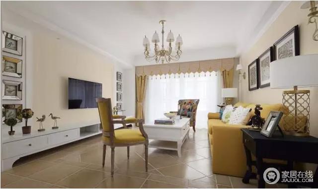 客厅选用暖色为主色彩,充溢美式元素的客厅吊顶让空间显得愈加华贵。亮黄色美式沙发的绮丽,让整个空间格外明快,仿旧砖朴素的纹路,搭配白色实木桌、茶几,让空间配色十分柔和,亮色窗帘更填明快。