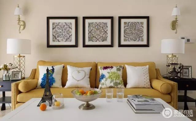 客厅简练明快,装饰较其它空间要更明快光鲜,仿古墙地砖、石材的偏心让整个空间精细了不少;明黄色沙发搭配白色靠垫,构成色彩层次,而黑白抽象花纹的挂画,给予空间艺术感,让空间的美式田园分为变得时尚了不少。