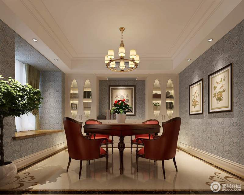 休闲室主要用于放松娱乐,所以褐红色的麻将桌搭配了热情的橙红色沙发椅,撩拨着娱乐的雅兴。背景则以清爽的蓝印花壁纸铺陈,色彩的反差更突显空间的功能主义。