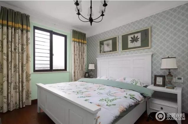 美式的卧室较为温馨,作为主人的私密空间,以功用性和舒适为主;浅灰色菱形壁纸和绿色漆粉刷的墙面,营造出田园的清新和素雅,而花卉床品更是锦上添花,颇为文艺;白色高背式床头搭配米色花卉窗帘、挂画,让空间田园之中,裹挟着美式轻奢。