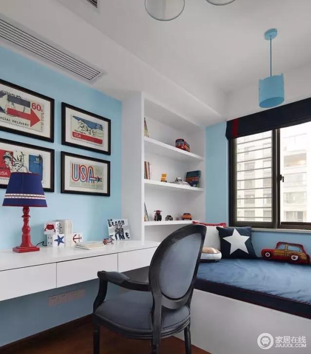 儿童房以浅蓝色漆粉刷墙面,营造一篇和宁与清灵;书架和书桌以白色为主,简洁而实用,并因为彩色挂画让空间不失色彩感,再配以藏蓝色床品、单椅,让儿童房愈发自在、舒适。