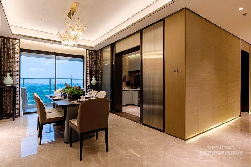 高品质生活的追求,体现在每一处空间里。每一个细节,仔细考究便可发现韵致。整个居宅,散发出及其高雅低奢的情调。