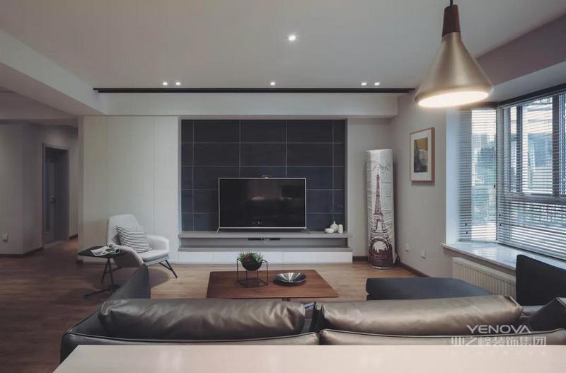 电视墙以定制电视柜组合的设计,中间区域是哑光灰色的墙面砖,壁挂上电视机,整体设计简约而又大气。