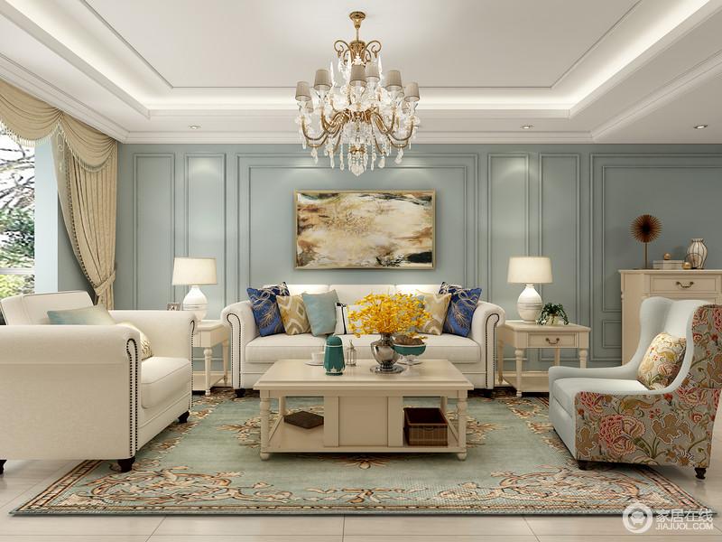 简美格调客厅的主色调采用简单大方的米白色即优雅又温馨。软装上选用神秘的蓝色造型来做沙发背景墙使整个房间生动起来又不失色彩感。