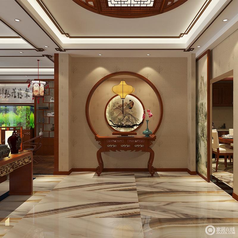 门厅看似线条规整,但是中式木线的装饰,和木质镂空吊灯赋予空间东方格调,搭配圆形造型墙,方圆之间,自成天地,中式岸几与盆景,造景取物,满是儒雅。