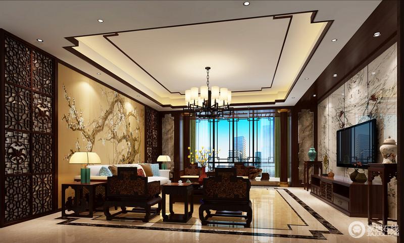 客厅的落地灯为空间带来足够的采光,新中式窗框简洁之中,却表达了中式造型之美;背景墙镂屏风搭配土黄色自然卷图,描绘了中式写意之趣,而电视背景墙以理石的纹样彰显抽象美学;中式太师椅、博古架搭配古器和时尚的绿色金属台灯,雕刻了新旧时尚,让生活既得体温馨,又不失文化气息。