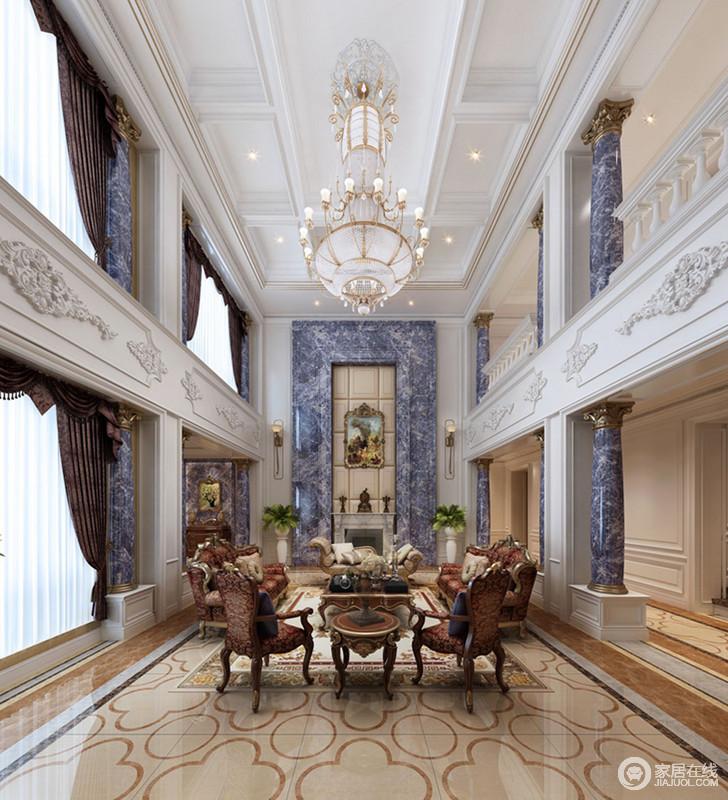 客厅的大窗户为空间带来极大的采光,通透明快,对称的结构形式形成建筑自有的气势;白色的空间氛围因为灰色大理石和米色砖石,构成沉静及华贵。