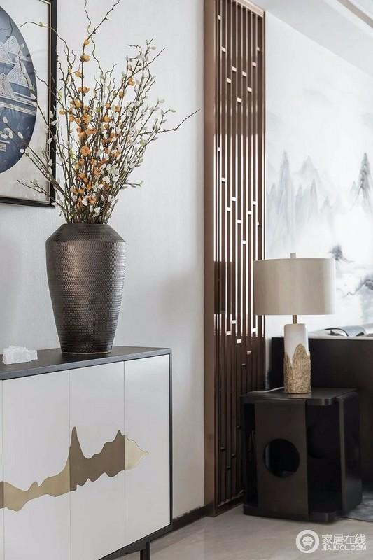 每件家具都来自设计师精挑细选的,符合中式元素,每一件都体现素雅精致的格调。