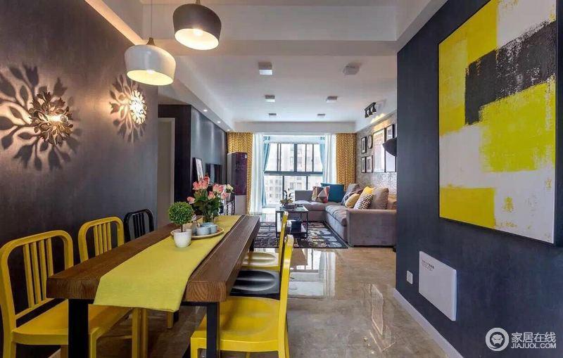 餐厅强调以华丽的装饰、浓烈的色彩、精美的造型达到雍容华贵的装饰效果,深色与亮色之中给予你一点跳跃与活力。