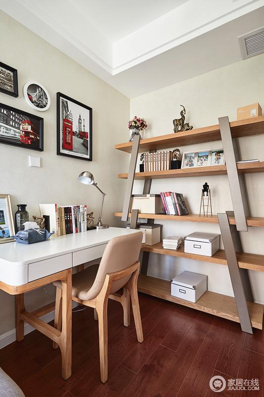 书房安静秀气,米色漆粉刷出了和暖轻快,个性的叠层书架实用性极佳,正符合了业主要求的文艺气息,简单实用。