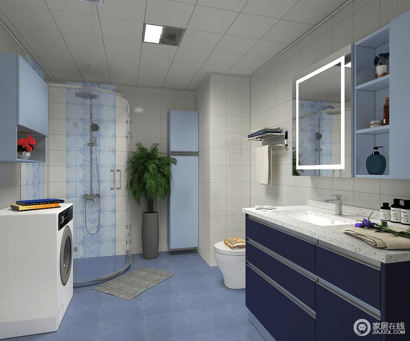 卫生间空间的格局虽然不够规整,但是设计师根据空间的结构,将功能与之匹配,将角落的空间打造成了一个淋浴间,解决了干湿分离的困扰;盥洗柜以不同蓝色系为搭配,实用之余,与蓝色地砖形成一种凉爽,令卫浴空间显得干净。