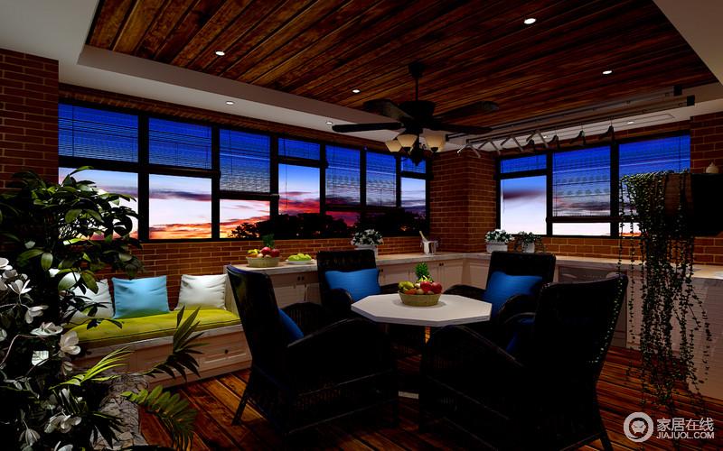 餐厅中略带中式艺术,裸露的红砖石和藤条帘呈现着自然的雅趣,白色边桌和黑色餐椅搭配出经典的空间艺术,朴实而大方。