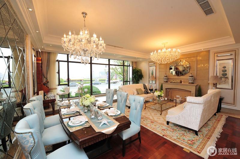 客餐厅一体式设计,看似空间有限,却造就了无限地典雅;客厅的壁炉设计赋予空间古典底蕴,与餐厅的镜面墙体现出了不同材质的硬朗之美;烛台水晶灯的璀璨、蓝色铆钉餐椅的古典之韵,缓解了实木餐桌的厚重,让空间轻盈之余,多了典雅。