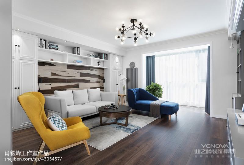 白色组合柜搭配木纹装饰,既能增加储物,又是沙发背景墙。老式暖气改造后不仅美观散热性也好。暖气表面是灰色哑光磨砂漆面,很有质感。