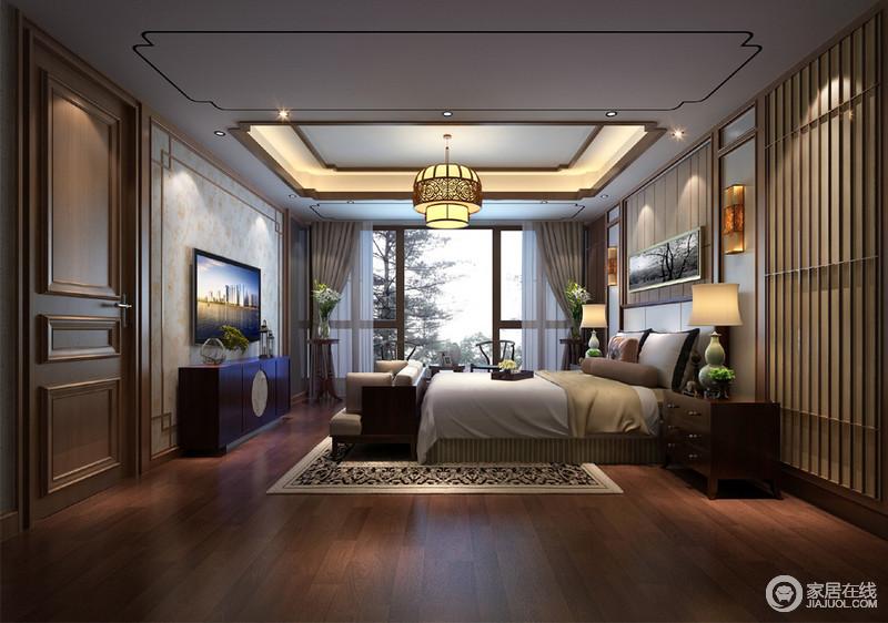 卧室延续整体设计的中性调,温馨有致,和谐共融;简单地以木条制成背景墙,让驼色的温和与矩形壁灯营造大气;新中式家具对称出和雅,褐木边柜与沙发带来舒适,让素色地毯与床品的质感成就沉稳。