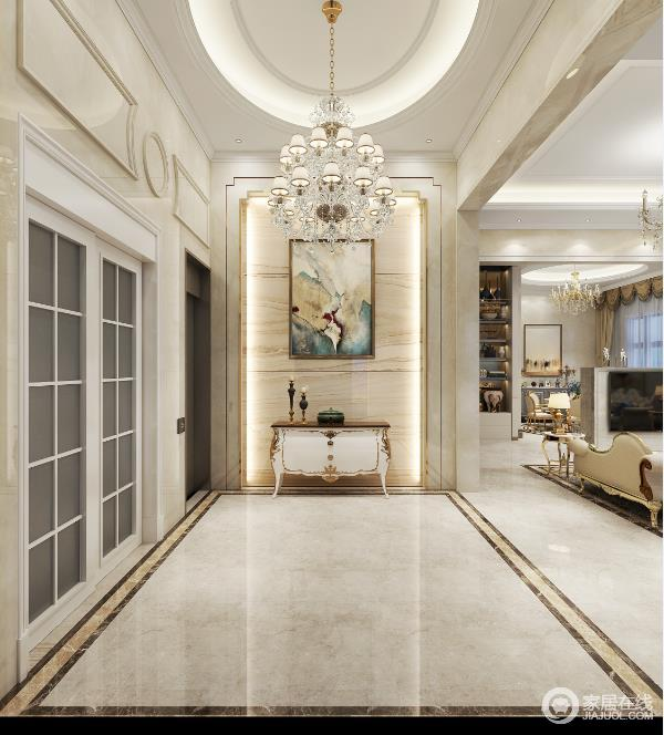 你进入空间便会被门厅所吸引,矩形地砖的条状设计与墙面的大理石形成几何之美,但是也展示了不同材质之间的肌理之美;新古典边柜与彩色挂画的精奢与色彩,水晶灯巧妙解决了挑高的问题,让空间和谐之中尽显温和。