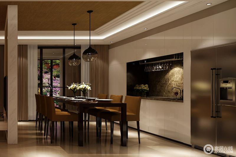 半开放式的餐厅线条简洁,木质吊灯搭配驼色窗帘,让白色的空间足够温实;简约风的吊灯与现代餐桌椅组合,演绎现代生活方式。
