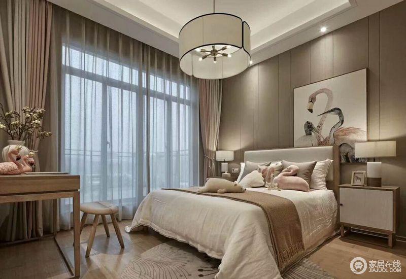 这是一个儿童房,虽然整体设计以现代为主,但是从选材和格调上还是印有中式味道,朴实和静;现代的灯具和软装搭配新中式家具让生活格外温馨。