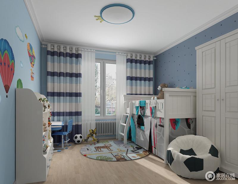 儿童房以蓝色为主,但是借热气球让墙面更显泼趣,蓝色条纹窗帘搭配白色系实木家具,得体而轻快;支架床下方的储物游戏区与学习区满足孩子的日常学习娱乐,带来一种游戏式的生活。