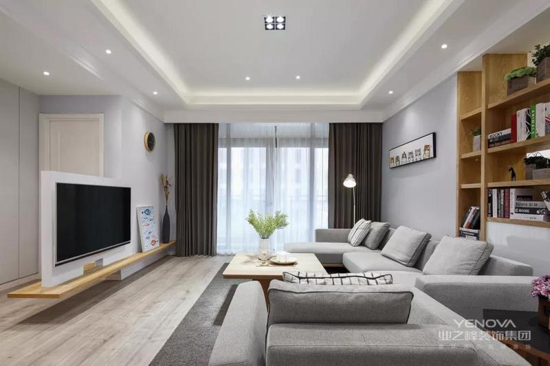 客厅的电视墙后方是个房间的过道,为了让空间更加以矮墙+搁板电视墙的设计,保持空间的通透与简洁感。
