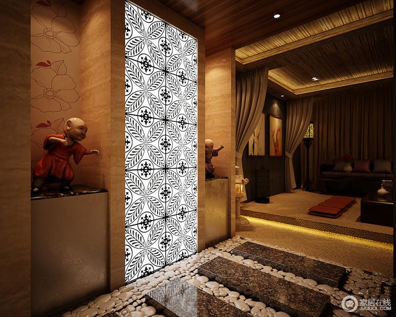走廊宛如石子小径,大理石台阶和石子地面带你体味乡村朴质;设计师巧妙地利用墙体结构打造了展陈区,而黑白花形玻璃墙内置灯光,让整个走廊多了异域特色。