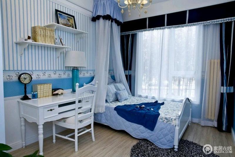 宝宝卧室则用了比较不挑剔性别的颜色,书桌也体现出了美式风格。