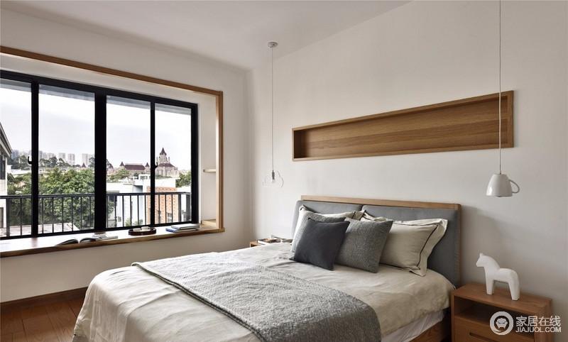 卧室线条简单,白色墙体搭配实木框的内藏是储物格,与飘窗及家具组合出自然朴质,让生活多了些许温馨。