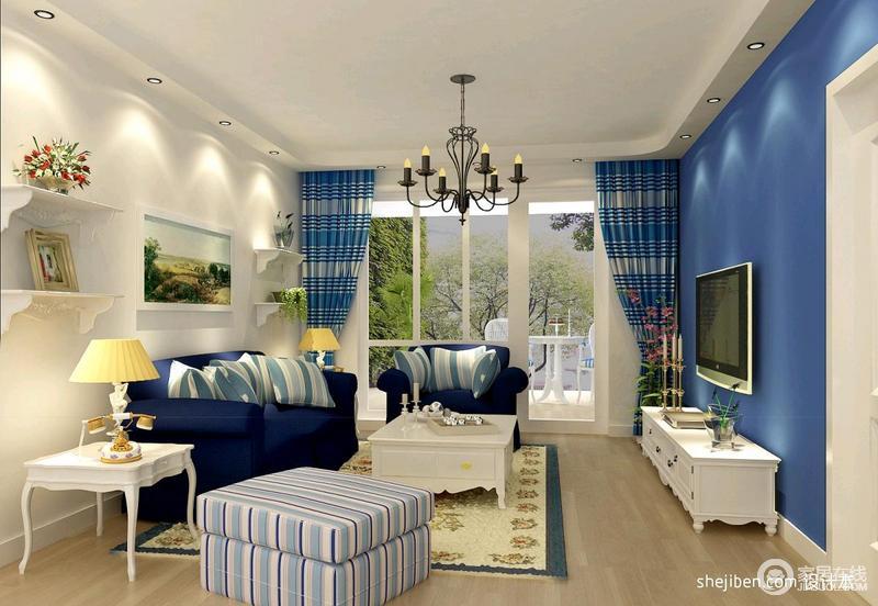 客厅的设计非常简单,主要特色体现在布置的这些窗帘,沙发颜色,都表现了地中海的气息。