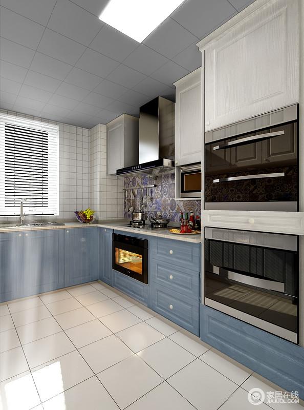 专业化的厨房,所需物品一应俱全,蒸箱烤箱,消毒柜,微波炉,电器的配置全面,多种收纳形式,更加适合现代家庭的使用。