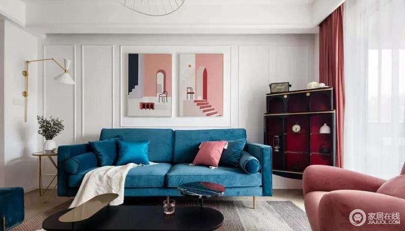 客厅的背景墙以白色为主,通过石膏线做几何框边,粉色现代挂画的建筑设计风情与冷静沉着的蓝色法兰绒沙发张扬之中,为空间注入生活理性色彩,演绎着都市生活的明快与时尚。