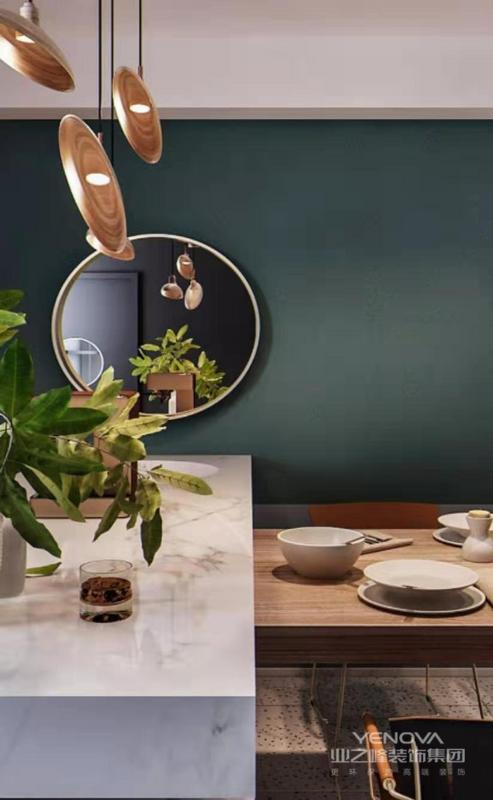 餐厅背景墙采用圆镜装饰,拉伸空间感