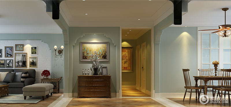 玄关背景墙在设计上,呼应着客厅沙发墙造型,复古的装饰画与玄关柜,点缀出古典雅调;一侧的走廊上,暖黄色的灯光给予空间温馨的营造,装饰画也在光线下,散发出艺术气息;整体空间的蓝白色调,清爽纯净。