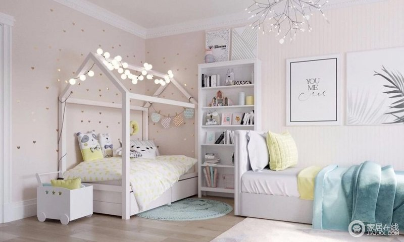 卧室以柔粉色壁纸铺贴墙面,营造一种柔和与甜美;简洁地设计让空间更显干练,而书柜和沙发让阅读也是非常简约舒适,房子状的木床搭配灯饰和挂件,多了份童真和温馨。