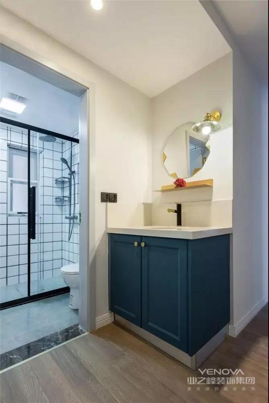 今天我们推荐的是一套95㎡北欧风格案例,房子空间的使用率比较高,整体以简洁实用的空间基础,搭配上精致舒适的软装,营造出一个温馨舒缓的空间感。希望这套装修案例能给准备装修的大家带来一些灵感。