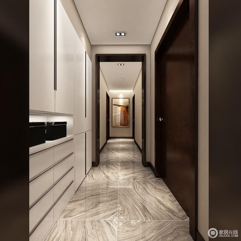 走廊隐约的结构因为门框的设计而多了份景深感,驼色立面与其形成几何艺术;尽头的艺术画点缀出抽象艺术,与地面构成生动,解读着空间的语言;白色收纳柜线条简洁,以质感与层次谱写实用美学。