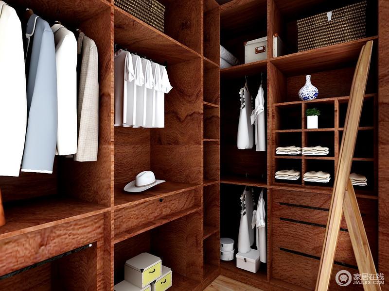 衣帽间虽然空间有限,但是,设计师以褐黄胡桃木打造衣柜,不仅质地精良,还因为收纳格的设计,让生活更有条理。