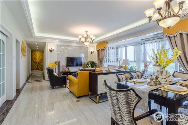 客厅开放式的设计自由之中带着紧凑感,黑白色调的家具搭配出经典,却带着现代美式的轻奢,明黄色沙发点缀出了时尚,可以说,激活了整个空间的颜值。