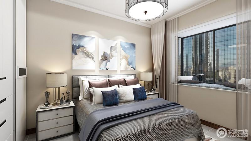 卧室以驼色漆粉刷空间,正如中式设计讲究得稳重一般,以中性色的窗帘与之组合,营造温和;挂画组合让原本深灰色系的床品有了轻和,浓淡之间,平衡出沉稳,白色床头柜等组合,让生活更为舒适。
