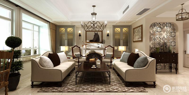 米白的布艺沙发与颜色深浅的靠包和疏影横斜的花纹地毯及茶几形成鲜明的色调,白色木板装点的背景墙及壁炉,在野马装饰画的渲染下,整个室内透着随性自然的气息。