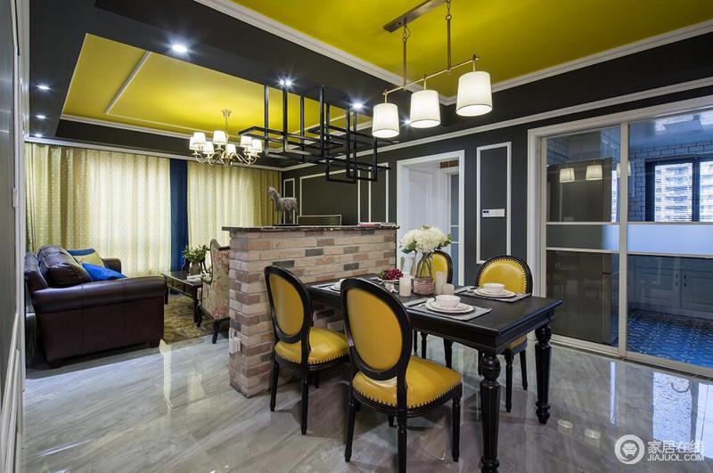 原始粗糙的红砖矮墙,隔而不断的划分客厅与餐厅,在时髦的空间中,注入返璞归真的自然;餐桌椅在沉静厚重的黑色中穿插了活力的橙黄,呼应天花顶的同时,为营造就餐环境,增添了许多活泼的灵动意趣。