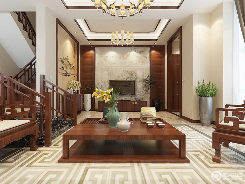 客厅线条简洁,却通过木线做了造型,让原本矩形的吊顶多了中式风韵;金属柱形灯掩映着暖光,与米色山水写意画和暖之中蕴藏诗情画意;背景墙砖以其肌理增加自然清韵,中式家具也因回字纹地毯凸显色彩层次,令空间愈发温实禅静。