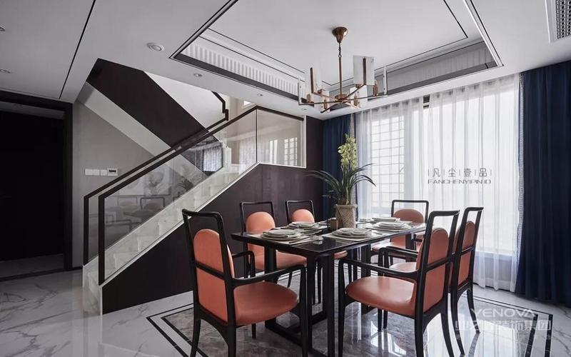 餐厅的橙红色餐椅,打破了空间的沉闷,带来朝气与活力。