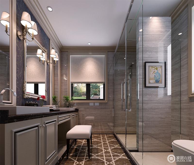 几何地砖承载着大理石的厚韵,灰色的墙面肌理细腻、有型,灰绿色盥洗台中正大气,被壁灯投射下来的光线打得愈加非凡。