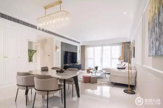餐厅与客厅开放式的格局十分宽敞,通过动线自然分区,客厅中布置一张餐桌以大理石台面,与水晶灯诠释材质魅力,而现代餐椅与之组合成就品质生活。