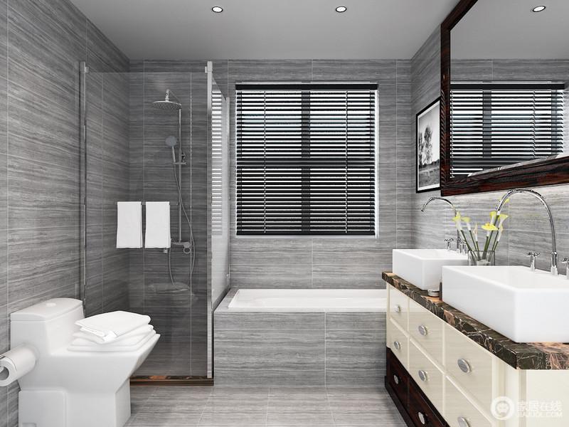 卫生间以浅灰色暗纹砖石来铺贴立面,以其肌理装饰出空间的素静,而不同的盥洗区方式给予生活更多的舒适;盥洗柜与双个盥洗盆方正的设计让生活更为利落,镜子与之搭配尤显空间整洁、感觉。