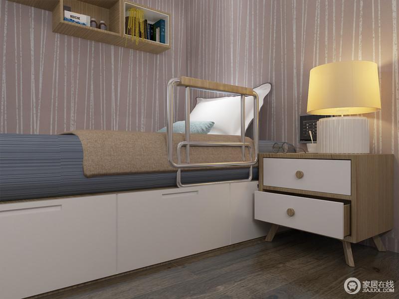 为陪护型老人私人订制的床, 既能满足老人的休息和储物,床侧边的扶手及摇杆儿为您关心的人带来更多方便。利用窗下的空间做收纳可以随手拿到常用的物品。