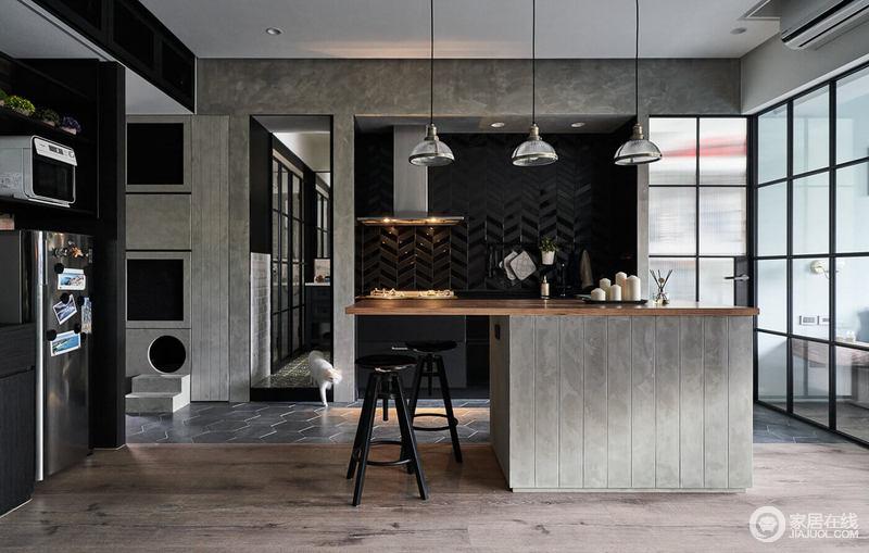 房子是小年轻住,在设计方案之前就说不经常做饭,所以厨房做成了开放式的厨房;餐厅设计为卡座形式的,美化了空间,地面采用六边形砖,与地板完美结合,也是最近流行的一种铺贴方式,岛台的设计与圆盘吊灯交织着北欧的惬意。