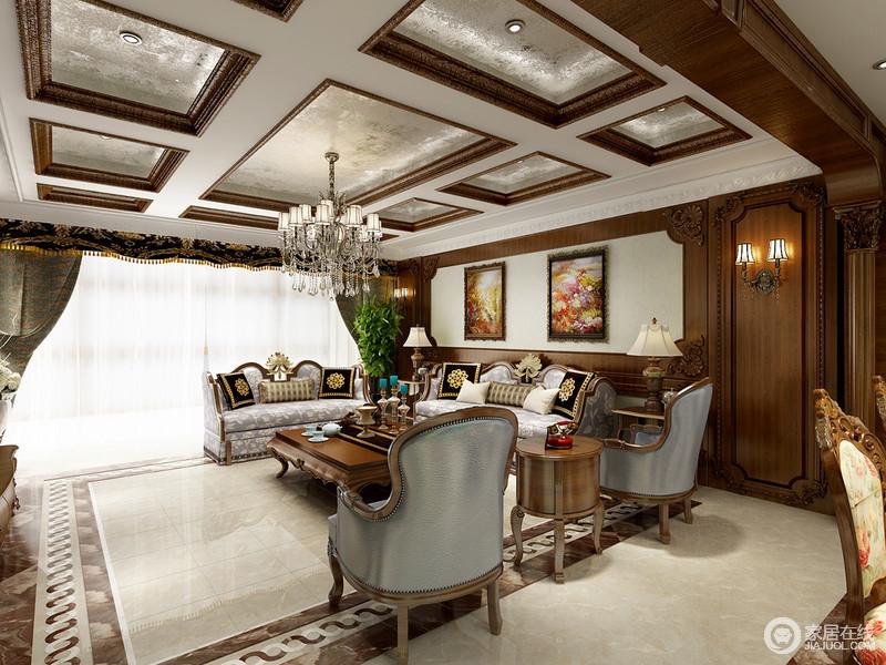 客厅深色的实木护墙板与莎安娜米黄石材的墙体饰面,让人感觉似在浓郁的色彩空间,又似在明亮而淡雅的生活空间。
