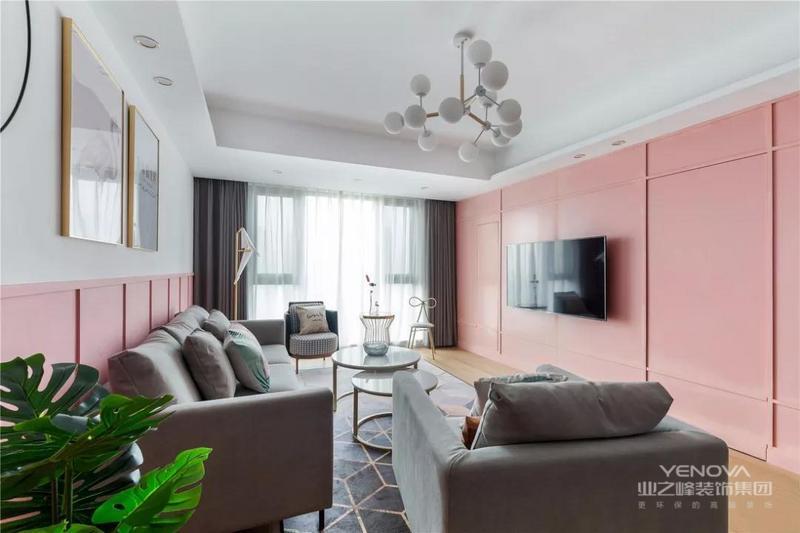 设计师将整面电视墙刷成粉色,搭配灰色沙发,显高级又不失少女心。